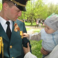 После парада. :: Анатолий Мартынюк