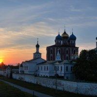 Великолепный вид на Рязанский Кресмль на фоне ясного весеннего неба. :: Константин Тимченко