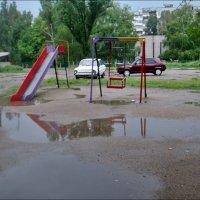 Лужи на детской площадке :: Нина Корешкова