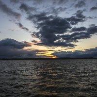Весенний закат на водохранилище. :: Юрий Клишин