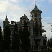 Дом  - особняк  в  Ивано - Франковском  парке :: Андрей  Васильевич Коляскин