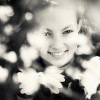 ..схваченный весной (captured by springtime ), это  про её улыбку :: Лилия .
