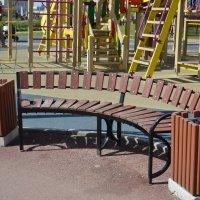 скамейка на детской площадке :: Михаил Радин