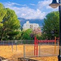 Вид с детской площадкой :: Тарас Леонидов