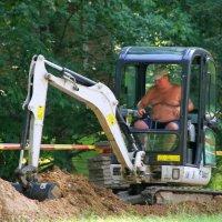 Надел на себя экскаватор и начал траншею копать. :: Николай Карандашев