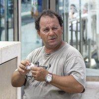 Мужчина с рубиновой сережкой в ухе... :: Cергей Павлович