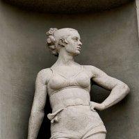 Женщина с ядром :: IURII