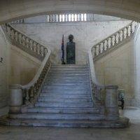 Бюст Хосе Марти в музее Революции (бывший президентский дворец), Гавана, Куба :: Юрий Поляков