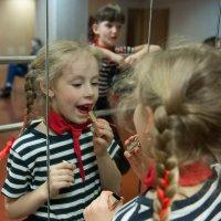 А что еще мне делать у зеркал? :: Ирина Данилова
