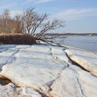 Остатки береговых льдов :: val-isaew2010 Валерий Исаев
