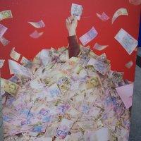 Памятник жертвам финансовых пирамид... :: Алекс Аро Аро