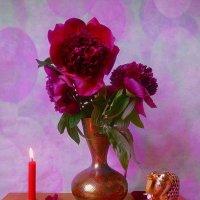 Пионы в индийской вазе, свеча и слоник :: Nina Yudicheva