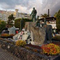 Оригинальный памятник перед рестораном :: Witalij Loewin