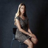 Портрет красивой девочки в коротком платье. :: Сергей Иванов