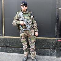 Охрана на улице :: Михаил Сбойчаков