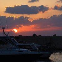 Вечер в Средиземноморской гавани :: Alex Molodetsky