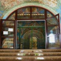 И все в мире - ступени храма.   отражение :: Galina Leskova