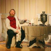 Предлагаю выпить чаю - самоварчик на двоих. :: Николай Карандашев