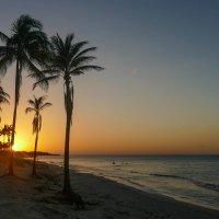 Заходит солнце и закат пылает... (Куба) :: Юрий Поляков