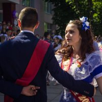 Последний звонок, последний танец выпускников... :: Julia Art