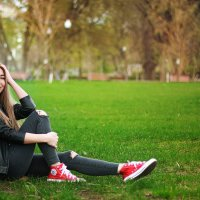 Девшка в парке :: Виктория Бенедищук