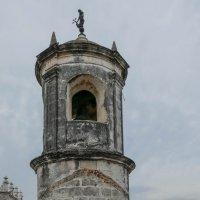 Юный турист на крыше крепости Ла Фуэрса (Гавана, Куба) :: Юрий Поляков