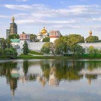 Раннее утро...Ново Девичий монастырь :: Viacheslav Birukov