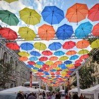 Аллея парящих зонтиков :: Юрий Тихонов