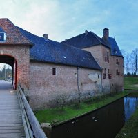 Huis Bergh. Вид от входных ворот :: Mikhail