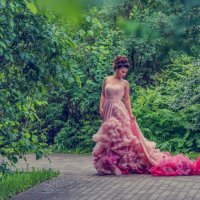Принцесса в Воронцовском парке :: Татьяна Просина