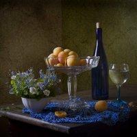 Натюрморт с абрикосами и синей салфеточкой. :: Оксана Евкодимова
