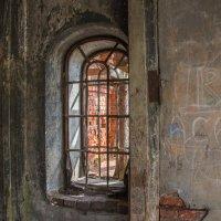 окно разграбленного собора (г. Юрьев Польский) :: Svetlana AS