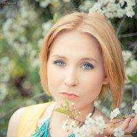 Портрет с цветущим фоном :: Rustam Zeynalov