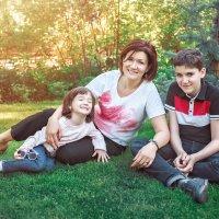 Анна с ребятишками :: Мария Дергунова