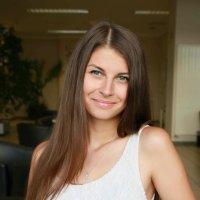 Красивая русская девушка с кофе :: Наталья