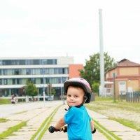 Мальчик В.на велосамокате :: Наталья