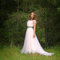 Невеста в дремучем лесу :: Галина Ильясова