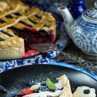 Пирог с ягодами и ревенём :: Ирина Лепнёва