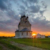 Храм Благовещения Пресвятой Богородицы в Тайнинском на закате дня :: Евгений Голубев