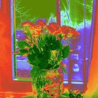 Ваза с розами и совушка :: Nina Yudicheva