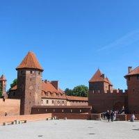 Мариенбу́ргский замок :: Вера Щукина