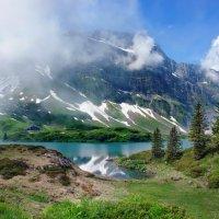 туман окутал все долины :: Elena Wymann
