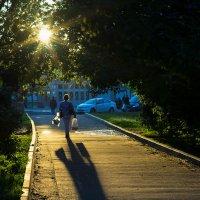 Вижу тень наискосок... :: Игорь Герман