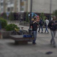 Уличный музыкант :: Валерий Кабаков