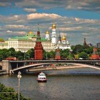 Вид на Кремль с Патриаршего моста :: НАТАЛИ natali-t8