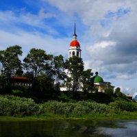 На берегу.Тотьма. Церковь Успения Пресвятой Богородицы :: Ирина Шурлапова