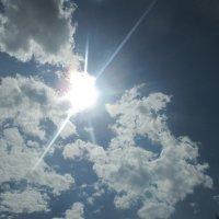 Какое   прекрасное  небо с солнышком и облаками. :: Valentina