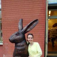 Фото моей подруги с зайцем с Заячьего острова. (Санкт-Петербург) :: Светлана Калмыкова
