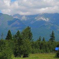 Домик с синей  крышей ... :: Александр Попов