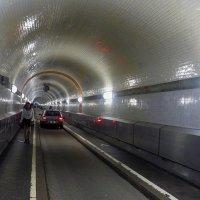 Гамбург. Старый тоннель под Эльбой. Для пешеходов и машин :: Nina Yudicheva